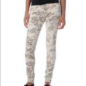 Almost Famous Floral Print Skinny Jeans inseam 30
